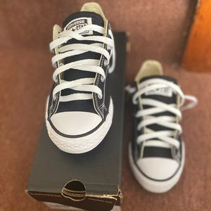 KIDS CONVERSE SIZE 3 BLACK AND WHITE